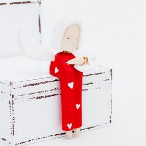 Dřevěný anděl s harfou - se srdíčky