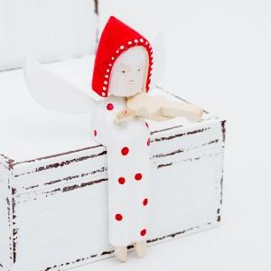 Dřevěný anděl s housličkami - bílý s puntíky