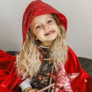 Kouzelný plášť - červená karkulka